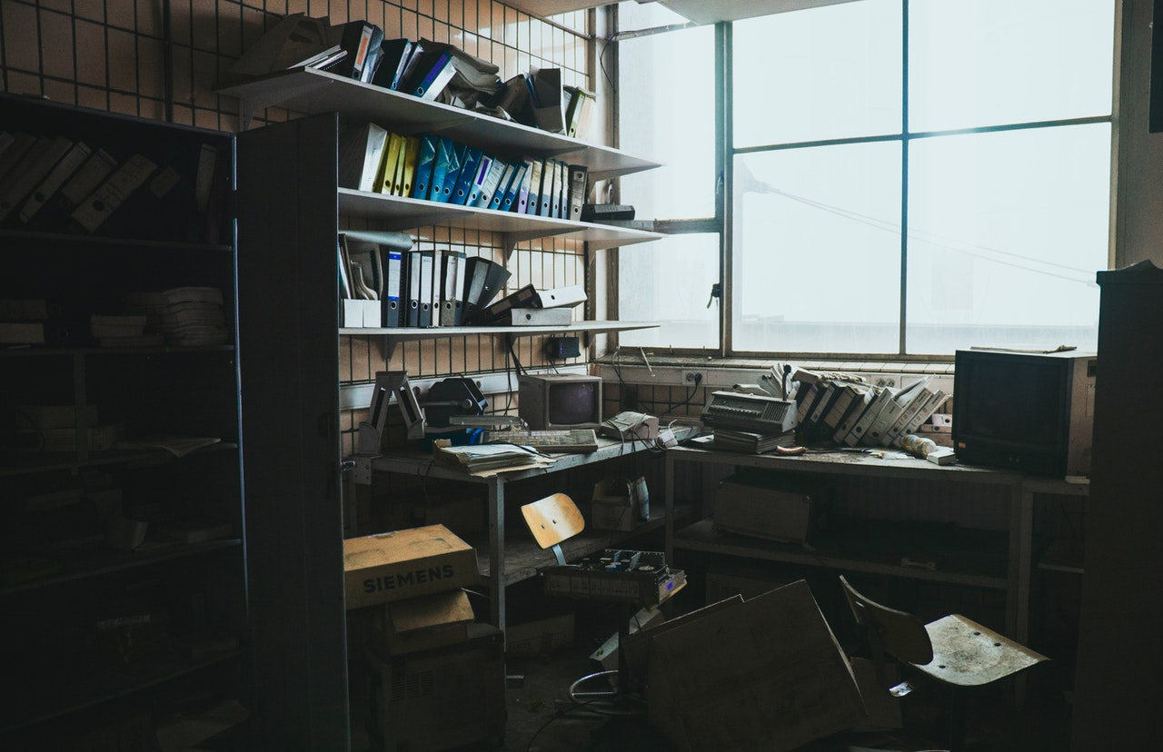 best-insurance-agent-crm-to-help-with-clutter-in-office-space