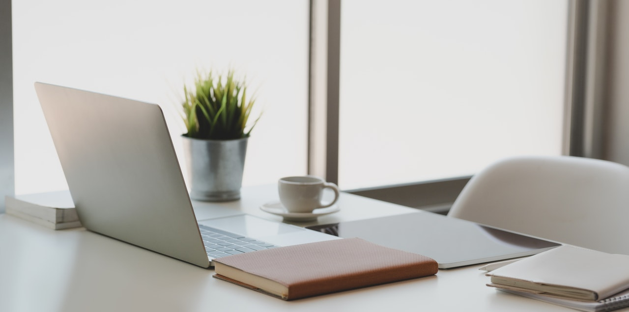 independent-insurance-agent-crm-tidies-up-your-desk-space
